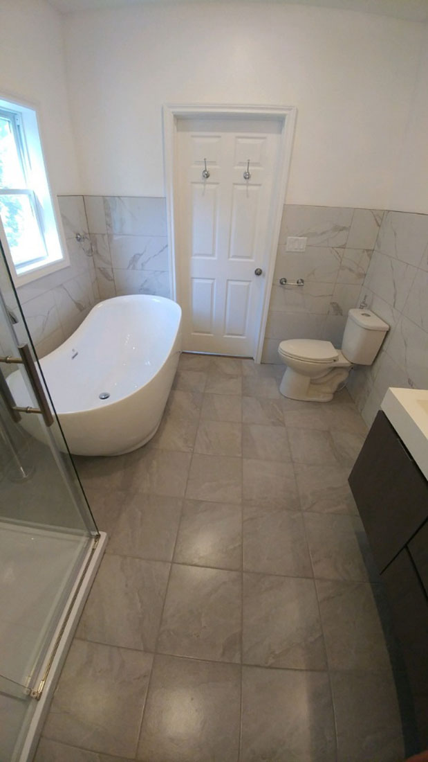 both room with tub